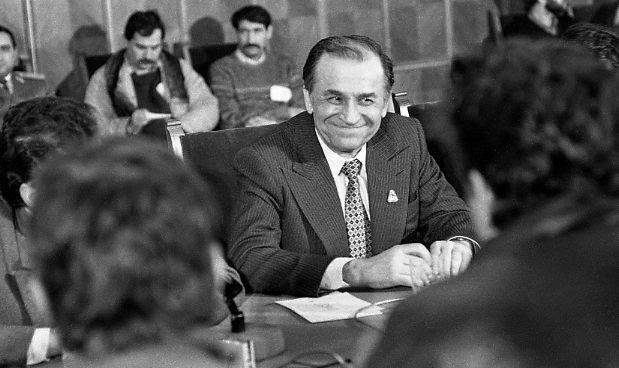 29-ianuarie-1990-Mineri-Guvern-Roman-Iliescu-Foto-c-Emilian-Savescu-2