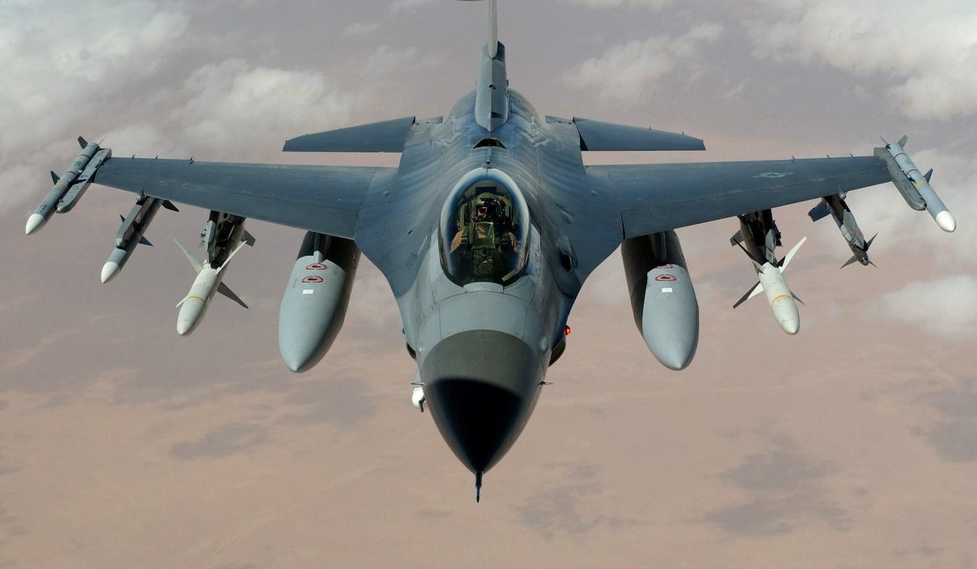 NATO ne obligă să achiziţionăm avioane multirol. F-16 este dorit de Băsescu