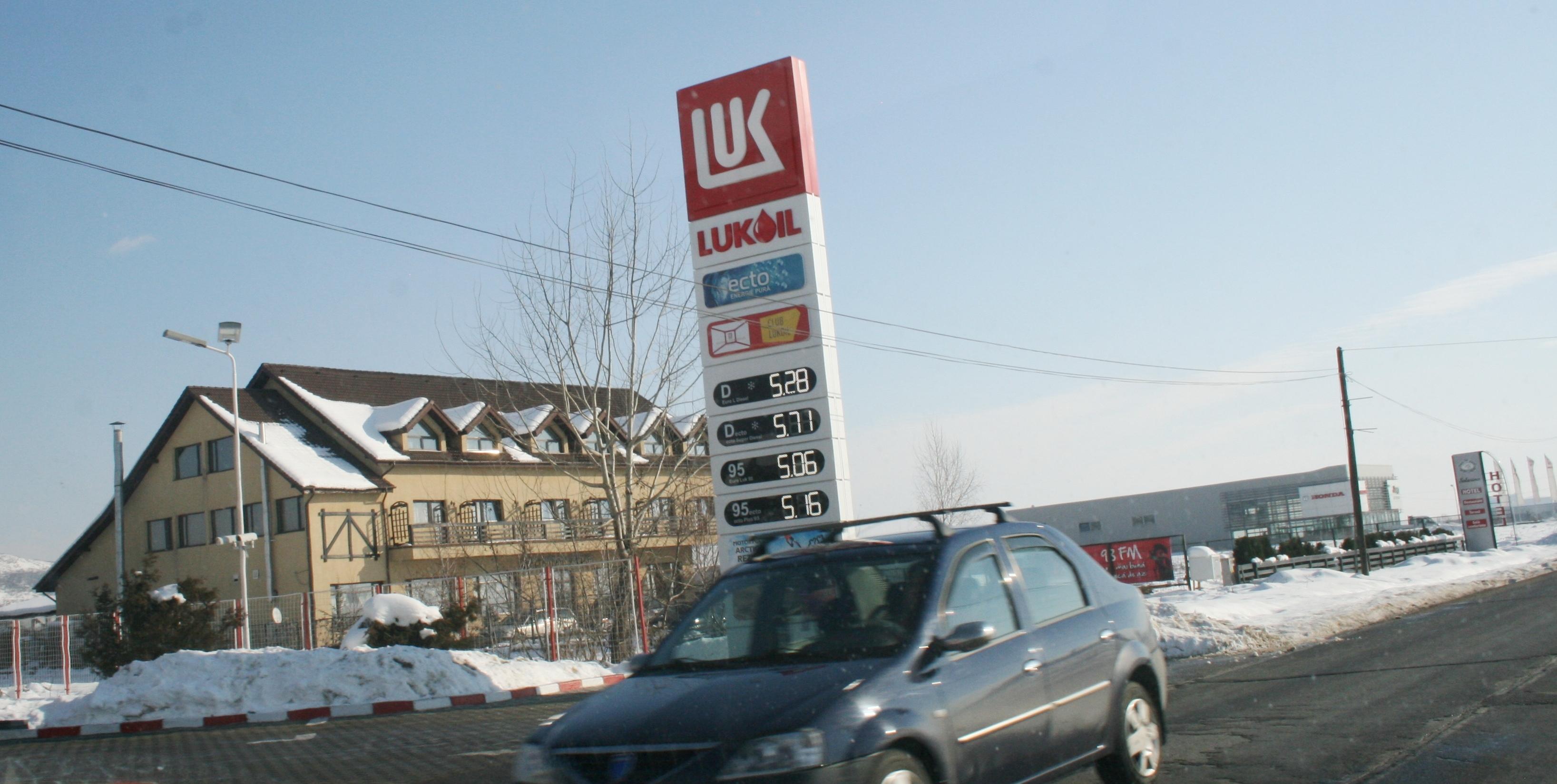 benzinarie, lukoil, carburant, zapada, iarna 3 -Jean-Mihai PALSU