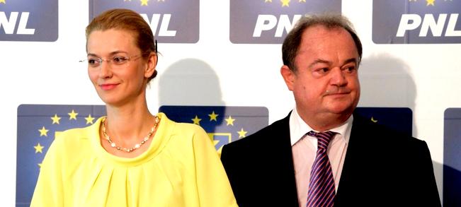 Doamna Gorghi şi domnul Blaga îl ţin în braţe pe criminalul deputat Vasile Horga