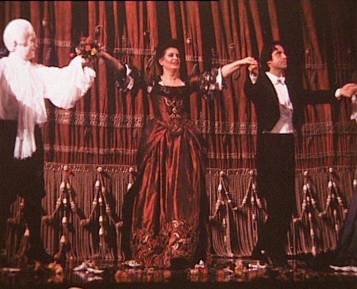 Mariana Nicolesco, Maestrul Riccardo Muti şi baritonul José van Damprimind aplauzele publicului la finele reprezentaţieicu opera Don Giovanni de Mozart. Teatrul alla Scala, Milano