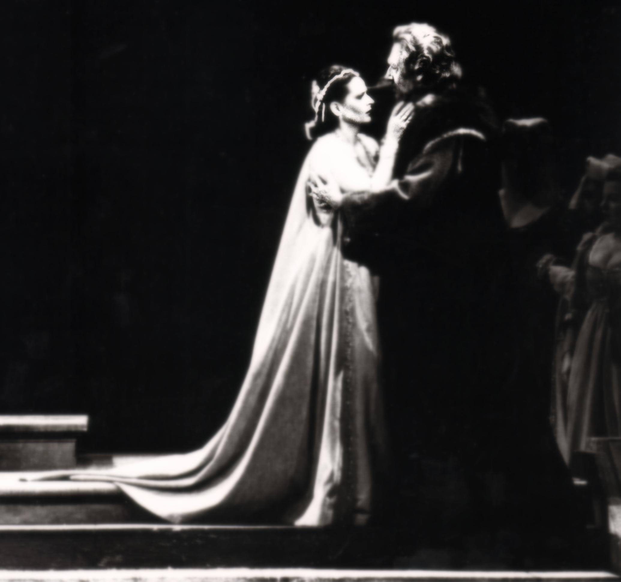 În rolul Amelia Grimaldi din opera Simon Boccanegra, împreună cuformidabilul bas Cesare Siepi în rolul Fiesco