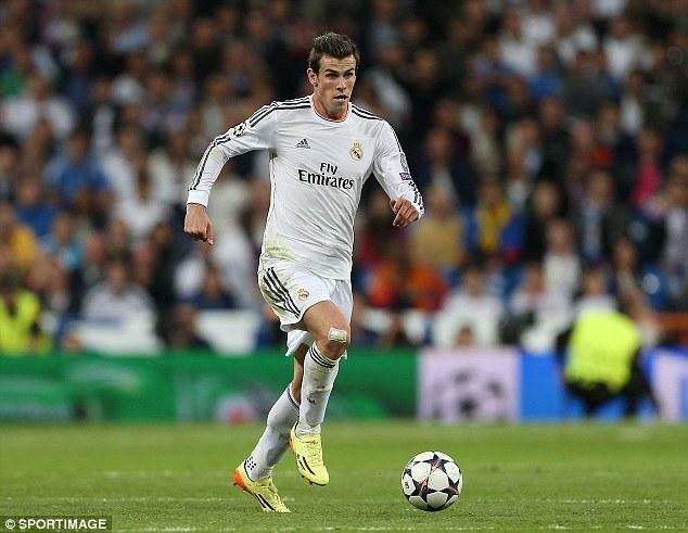 Gareth Bale conduce mingea