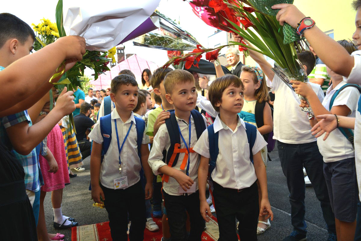 foto-ceremonie-Scoala-Eugen-Barbu_2-e1473703348754