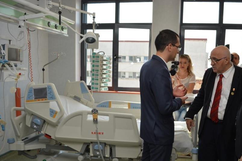 """Ministrul Sănătății, Vlad Voiculescu, și prof.dr. Dan Enescu, managerul Spitalului Clinic de Urgenţă pentru copii """"Grigore Alexandrescu"""""""