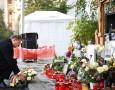 Președintele Klaus Iohannis a depus o lumânare și o coroană de flori la altarul de la clubul Colectiv