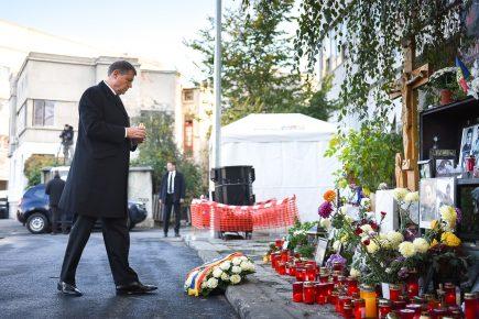 Klaus Iohannis a depus o coroană de flori în memoria victimelor din Colectiv