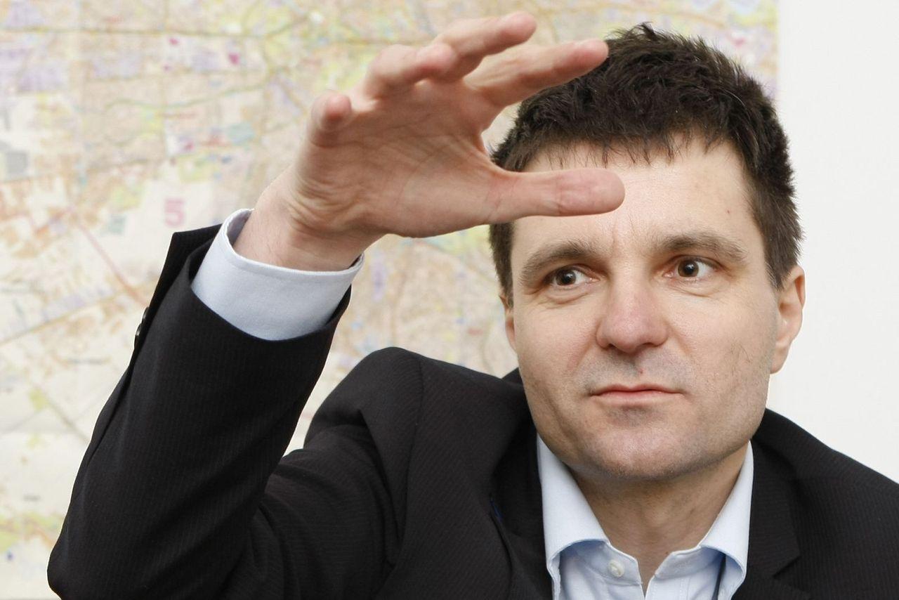 Nicusor Dan, presedintele Asociatiei Salvati Bucurestiul, doctor in matematica la Sorbona, acorda un interviu cotidianului Adevarul, la sediul asociatiei din Bucuresti, marti, 13 martie 2012. (Eduard Enea/Adevarul)